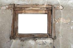 在破裂的墙壁上的生锈的老木窗口 库存照片