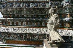 黎明寺寺庙细节在曼谷 免版税图库摄影