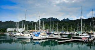 Βάρκες και γιοτ πανιών Στοκ Εικόνες