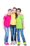 三个逗人喜爱的矮小的逗人喜爱的微笑的女孩 免版税库存图片