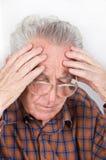 老人读书 免版税库存图片