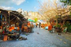 与游人的跳蚤市场在雅典,希腊 免版税库存图片