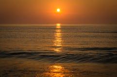 在日出的海洋 免版税库存图片