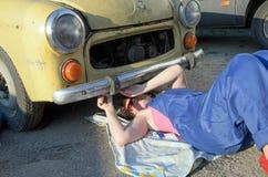 妇女汽车修理师 图库摄影