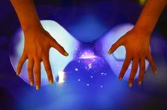 女孩的手和触摸屏 免版税库存图片