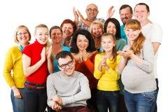 一起站立大小组愉快的人民。 免版税库存照片