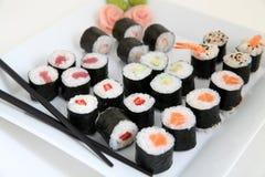 Σύνολο σουσιών. Παραδοσιακά ιαπωνικά τρόφιμα Στοκ εικόνες με δικαίωμα ελεύθερης χρήσης
