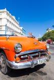 葡萄酒经典美国汽车在哈瓦那旧城 免版税库存照片