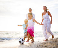 使用在海滩的家庭 图库摄影