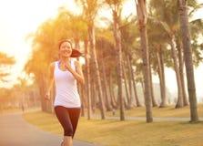 健身亚洲妇女赛跑 库存图片