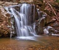 冬天瀑布和冰 库存图片
