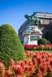 开胃菜的尤金王子雕象在布达城堡前面的 免版税库存图片