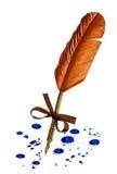 葡萄酒与在白色隔绝的蓝墨水污点的羽毛笔 免版税库存图片