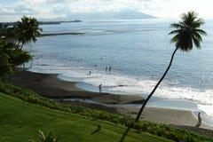黑沙子海滩塔希提岛 免版税库存图片