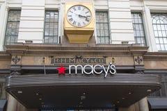 在梅西百货公司先驱广场的标志百老汇的在曼哈顿 免版税库存照片