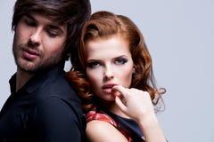 年轻性感的夫妇特写镜头画象在爱的。 库存照片