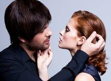 性感的夫妇特写镜头画象在爱的。 免版税库存图片