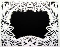 Белая флористическая рамка. Бумажное вырезывание. Стоковые Изображения RF