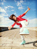Όμορφο χορεύοντας κορίτσι στη μετακίνηση Στοκ εικόνα με δικαίωμα ελεύθερης χρήσης