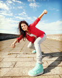Όμορφο χορεύοντας κορίτσι στη μετακίνηση Στοκ Εικόνες