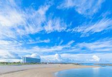 热带海滩和冲绳岛蓝天  免版税库存图片