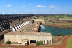 水力发电站伊泰普水电站水坝,巴西,巴拉圭 免版税库存图片
