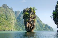 Остров в Пхукете, Таиланде. Форма утеса геологии острова Жамес Бонд Стоковые Изображения RF