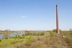Καπνοδόχος του αρχαίου εργοστασίου τούβλου Στοκ Φωτογραφία