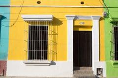 加勒比五颜六色的大厦在哥伦比亚 免版税库存照片