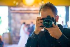 婚礼摄影师自画象 库存图片