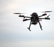 Πετώντας κηφήνας με τη κάμερα Στοκ φωτογραφίες με δικαίωμα ελεύθερης χρήσης