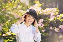 一个美丽的亚裔女孩的春天画象 免版税图库摄影