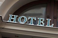 绿色旅馆标志 免版税库存图片