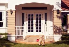 孤独的玩具熊 免版税库存图片