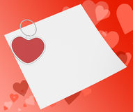 Зажим сердца на примечании значит примечание или влюбленность привязанности Стоковое Изображение