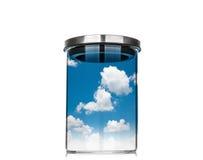 蓝天和云彩在一个玻璃瓶子里面在白色背景 库存图片