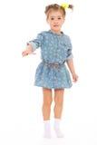 获得迷人的小女孩演奏和乐趣。 免版税图库摄影