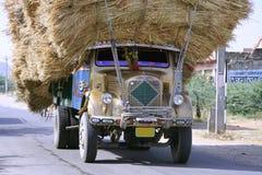 被超载的拉贾斯坦卡车 免版税图库摄影