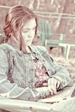 молодая женщина на компьютере Стоковые Фото