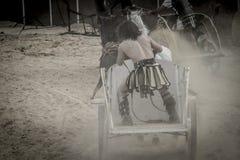 战士,在争论者战斗,血淋淋的马戏的罗马运输车 免版税库存照片