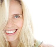 微笑的白肤金发的妇女 免版税库存照片