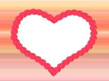 Καρδιά αγάπης στο ριγωτό υπόβαθρο, χρώματα κρητιδογραφιών Στοκ Εικόνες