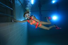 女性轻潜水员 免版税图库摄影