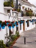 露台的白色议院在安达卢西亚,西班牙 免版税图库摄影
