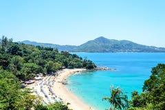 在卡玛拉海滩附近的观点海湾在普吉岛 免版税库存图片
