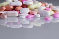 Пилюльки и таблетки Стоковые Фото