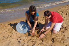 Выкапывать под песком Стоковое Фото