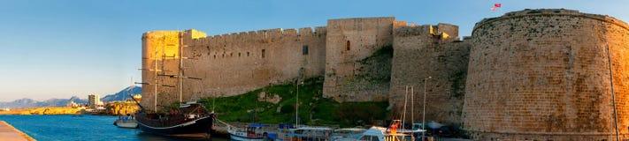 凯里尼亚 中世纪城堡和老港口 塞浦路斯 免版税库存图片