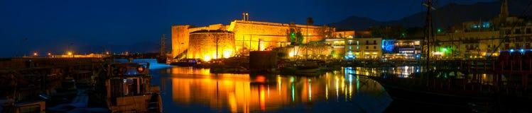 凯里尼亚港口看法在晚上 免版税图库摄影