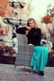 Белокурые девушка и фонтан Стоковое фото RF